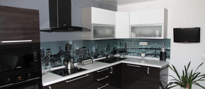 Стоит ли делать кухонную мебель в темных оттенках